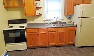 Kitchen, 638 Bay Shore Dr, 1