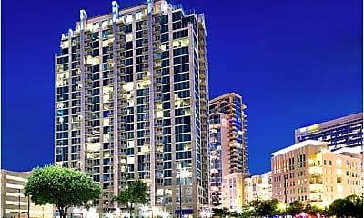 Building, 2320 N Houston St, 1