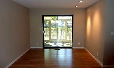 Living Room, 2827 Monument Blvd, 1