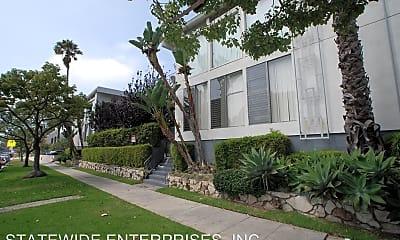 Building, 825 Washington Ave., 1