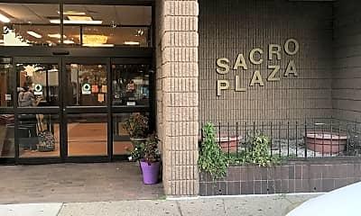 Sacro Plaza, 1