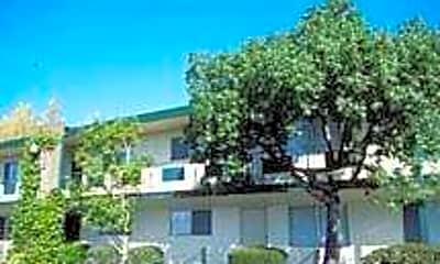Villa Grove, 1