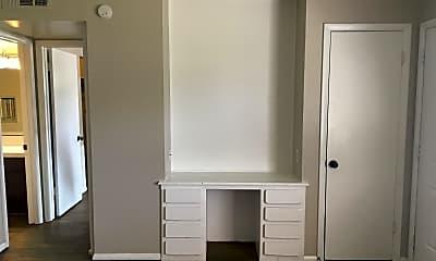 Bathroom, 919 Drake Dr, 1