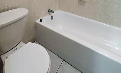 Bathroom, Lynwood Pointe, 2