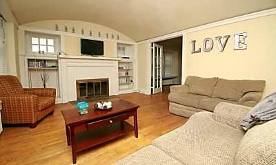 Living Room, 3029 N Farwell Ave, 1