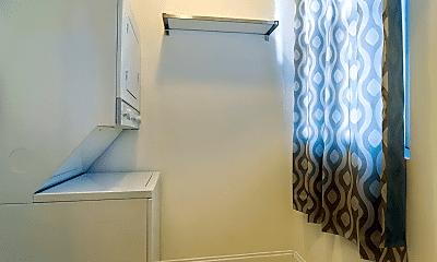 Bathroom, 1330 W Argyle St, 1