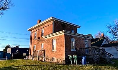 Building, 1300 Center St, 2