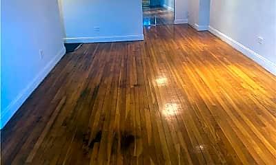 Living Room, 86-11 151st Ave 5K, 1