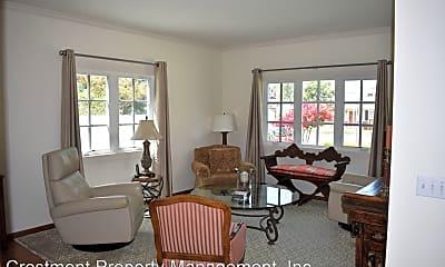Living Room, 527 H Ave, 1