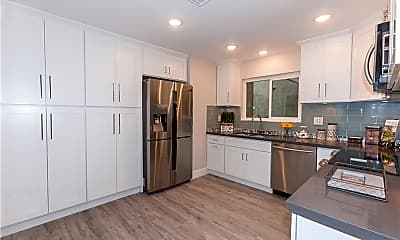Kitchen, 2404 Via Mariposa W 1C, 0
