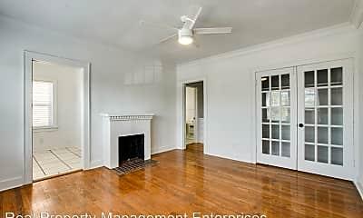 Living Room, 723 East Dr, 1