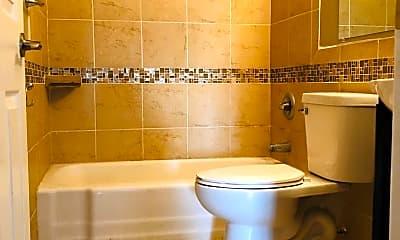 Bathroom, 3021 Longfellow Ave, 2