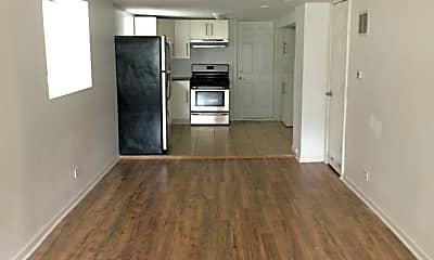 Living Room, 2624 N Springfield Ave, 1