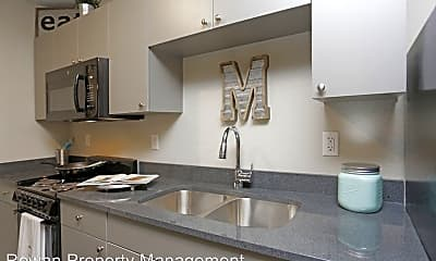 Kitchen, 511 Maple Blvd, 1
