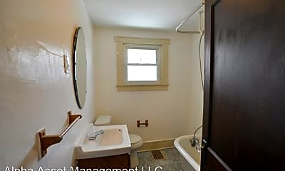 Bathroom, 504 9th St, 2