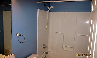 Bathroom, 330 Oak Leaf Cir, 2