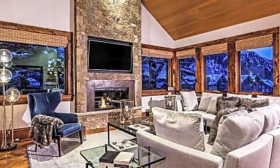 Living Room, 537 Race St, 1