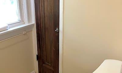 Bathroom, 3318 Greenwood Blvd, 2