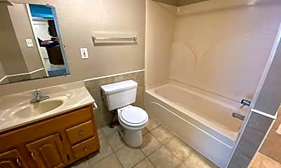 Bathroom, 1207 Nuttman Ave, 2