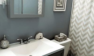 Bathroom, 533 Hinton St, 1