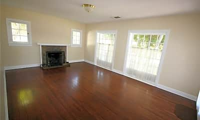 Living Room, 1351 N El Molino Ave, 1