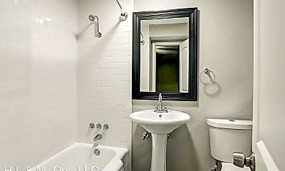 Bathroom, 405 Hawthorne St, 2