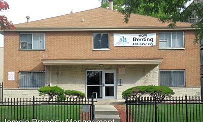 Building, 3110 W Wells St, 0