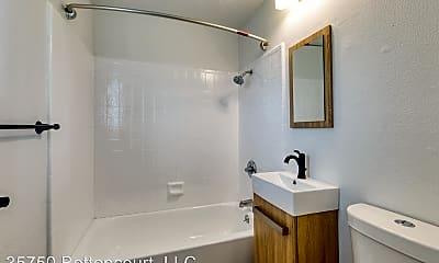 Bathroom, 35750 Bettencourt St, 1