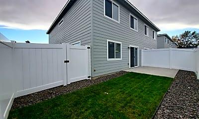 Building, 5702 W Kennewick Pl, 2