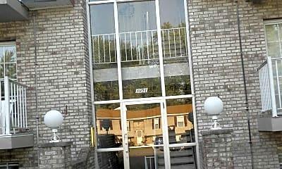 Benjamin Apartments, 2