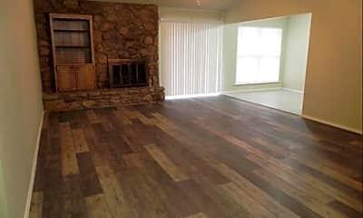 Living Room, 17501 East 77th St N, 1