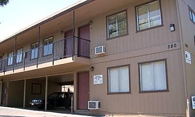 Building, 380 Lake Blvd, 1