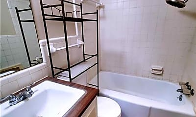 Bathroom, 6602 NW 31st St 4, 2
