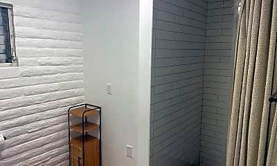 Bathroom, 2955 Shasta St, 2