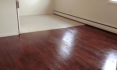 Living Room, 600 S Main St, 1