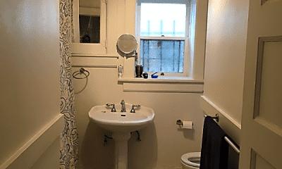 Bathroom, 919 Florida St, 2