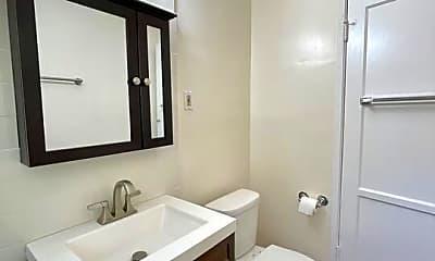 Bathroom, 2121 Stewart St 1/2, 2