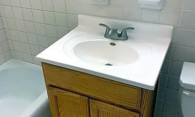 Bathroom, 705 W 3rd St, 2