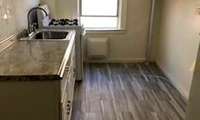 Kitchen, 1065 Grant Ave 3, 2