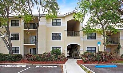 Building, 560 S Park Rd 25-7, 1