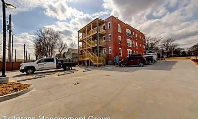 Building, 1123 N Main St, 2