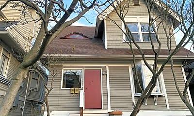 Building, 712 Warren Ave N, 1