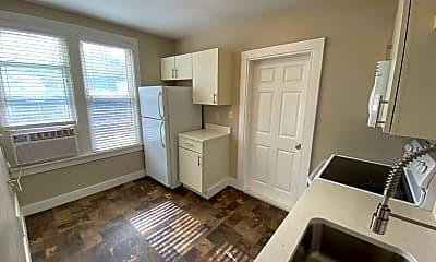 Living Room, 1400 S Center Ave, 1