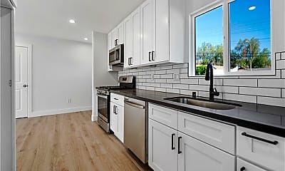Kitchen, 20721 Clark St, 1