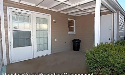 Patio / Deck, 1001 Walnut Ave, 2