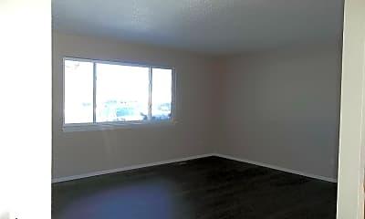 Living Room, 819 Boltz Dr., 1