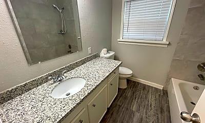 Bathroom, 429 South Avenue E, 2