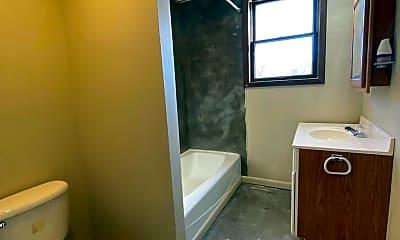 Bathroom, 812 N 7th St, 2