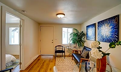 Living Room, 424 E Truslow Ave, 1