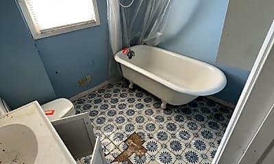 Bathroom, 1409 7th St W, 2